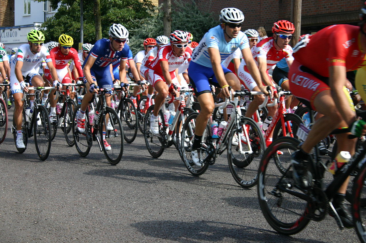 1280px-cyclists_in_waldegrave_rd
