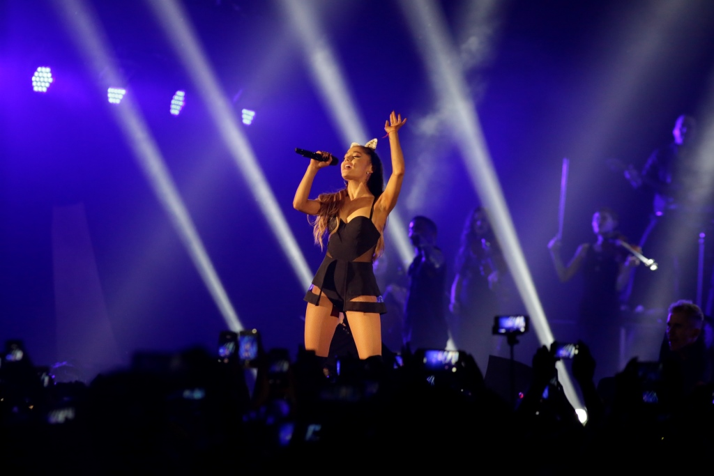 ariana_grande_-_the_honeymoon_tour_live_jakarta_3