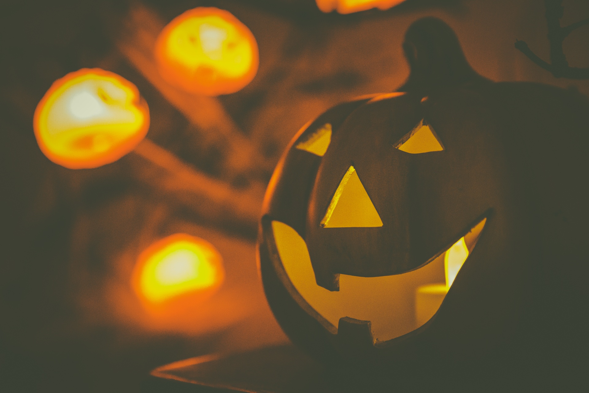 glowing-halloween-pumpkin-1534411911ywk
