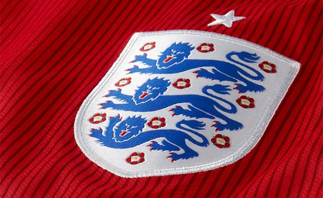 england-badge-red-shirt-newcastle-united-nufc-650x400